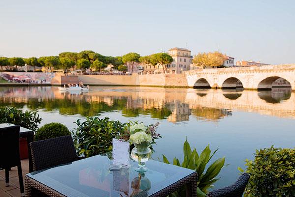 Rimini primavera, la piazza sull'acqua