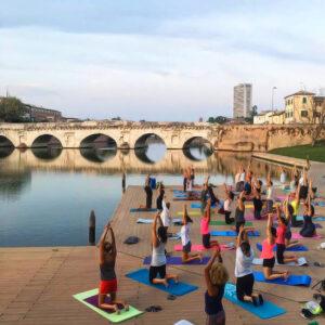 business hotel a Rimini, tempo libero, yoga al Ponte di Tiberio